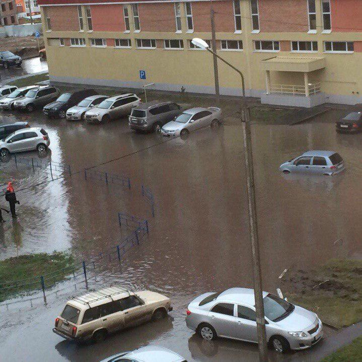 На Росії місто, у якому за наказом Путіна ремонтували дороги, потонуло у багнюці (ВІДЕО) - фото 2