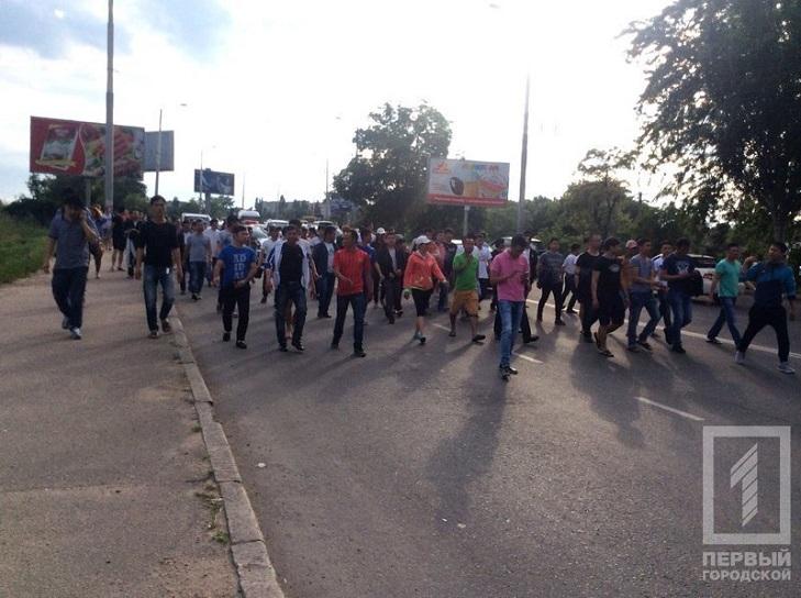 Як Одесі в'єтнамці протестують під ОДА через обшуки - фото 3