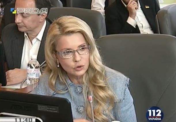 """Стильна і зла: Тимошенко вразила новим """"луком"""" - фото 1"""