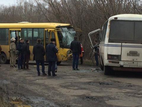 На Львівщині зіткнулися два автобуси: постраждали понад 20 людей - фото 1