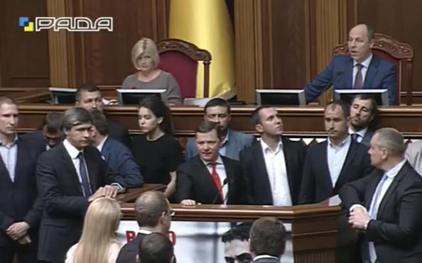 Ляшко і Тимошенко заблокували трибуну Ради - фото 2