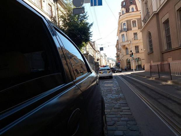 Поліція перекрила центр Львова (ФОТО) - фото 1