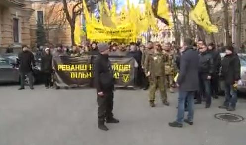 """Учасники """"Революції гідності"""" йдуть маршем до Порошенка - фото 2"""