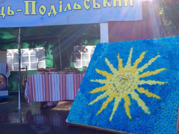 Головний майдан Хмельниччини готовий до святкувань - фото 8