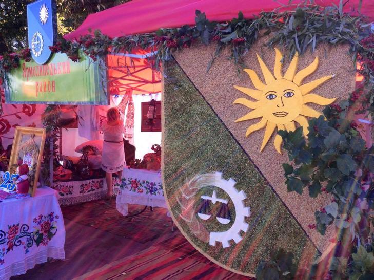 Головний майдан Хмельниччини готовий до святкувань - фото 3
