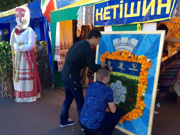 Головний майдан Хмельниччини готовий до святкувань - фото 2