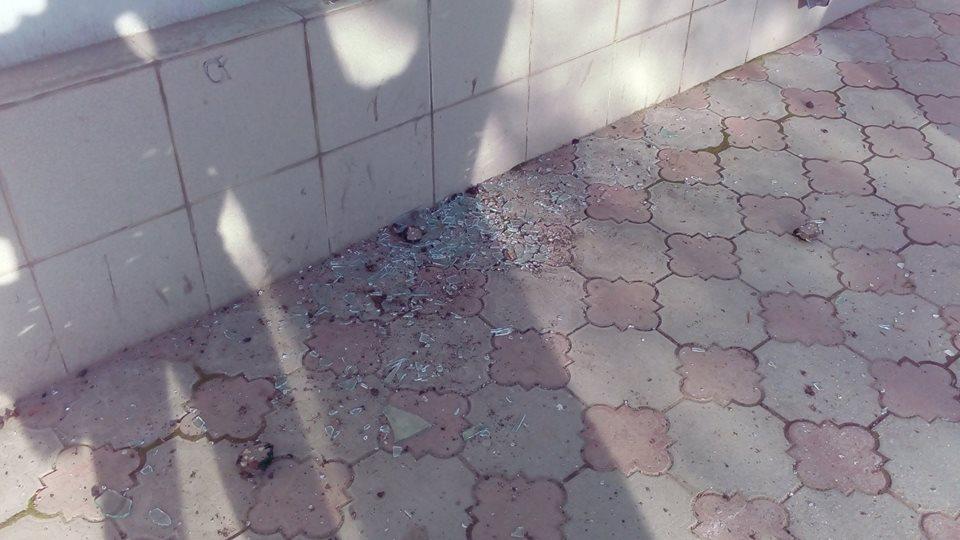 У Сімферополі невідомі побили вікна в офісі Меджлісу - фото 2
