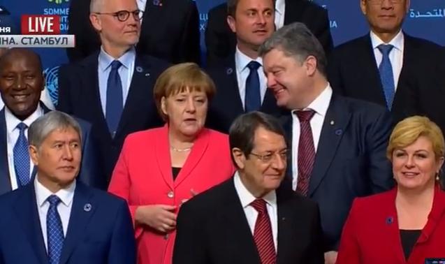 Як Меркель смішила Порошенка у Стамбулі  - фото 1