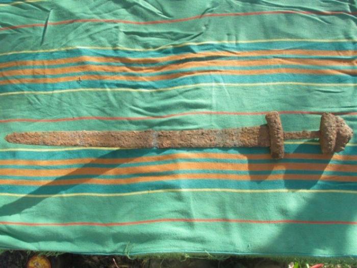Знайдений на Волині меч вікінгів може опинитися на Росії  - фото 2
