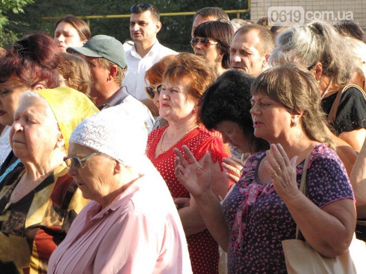 У Мелітополі на площі усі охочі молилися за мир в Україні - фото 1