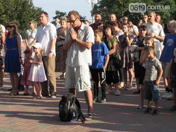 У Мелітополі на площі усі охочі молилися за мир в Україні - фото 3