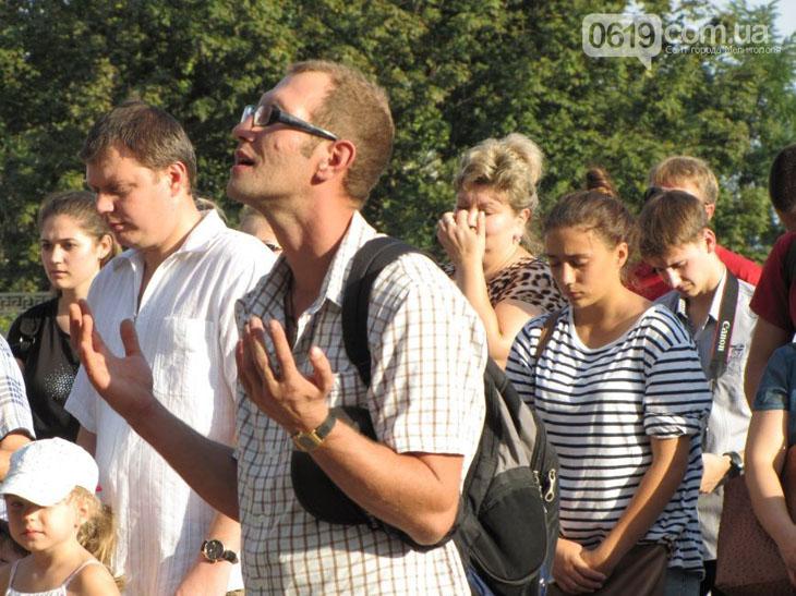 У Мелітополі на площі усі охочі молилися за мир в Україні - фото 4