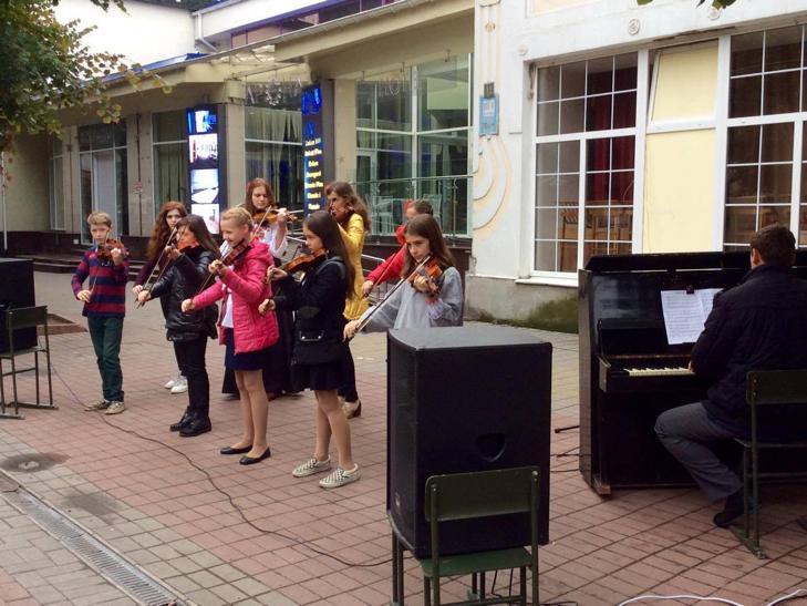 Хмельницька центральна вулиця перетворилася в святковий ярмарок - фото 10