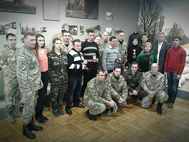 Запорізькі бійці, що пережили Іловайський котел, отримали державні нагороди - фото 1