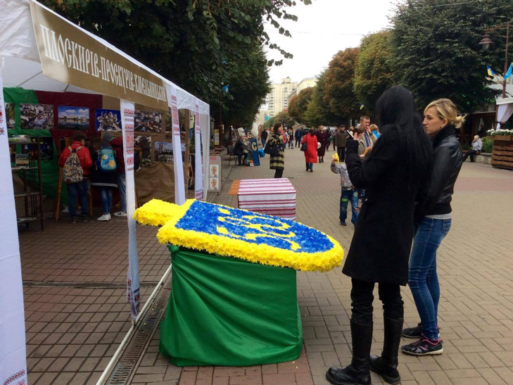 Хмельницька центральна вулиця перетворилася в святковий ярмарок - фото 15