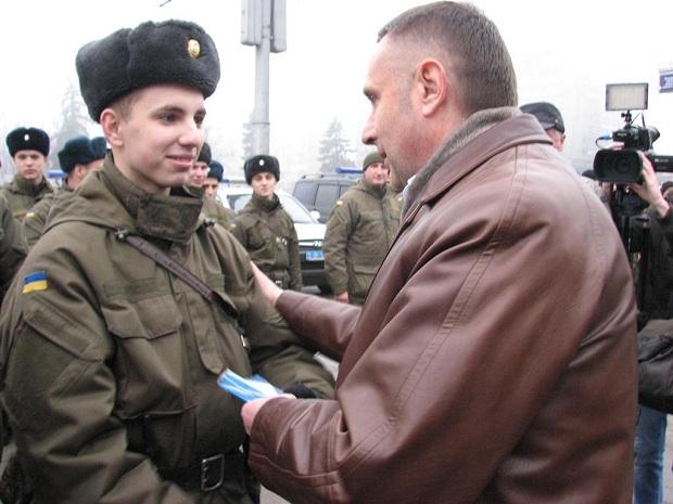 Молоде поповнення військової частини 3033 Нацгвардії України вийшло на патрулювання вулиць обласного центру - фото 1