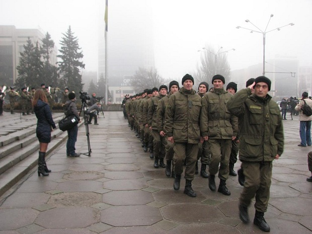 Молоде поповнення військової частини 3033 Нацгвардії України вийшло на патрулювання вулиць обласного центру - фото 5