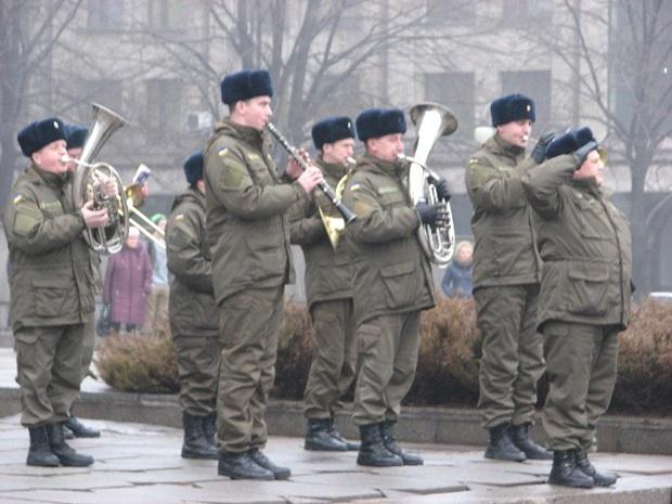 Молоде поповнення військової частини 3033 Нацгвардії України вийшло на патрулювання вулиць обласного центру - фото 3