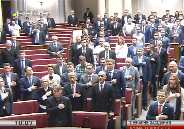 Надія Савченко на біс виконала гімн України у Раді - фото 2