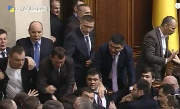 У Раді зчинилася масова бійка під час звіту Яценюка - фото 3