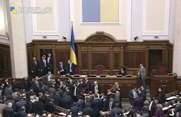 У Раді зчинилася масова бійка під час звіту Яценюка - фото 1