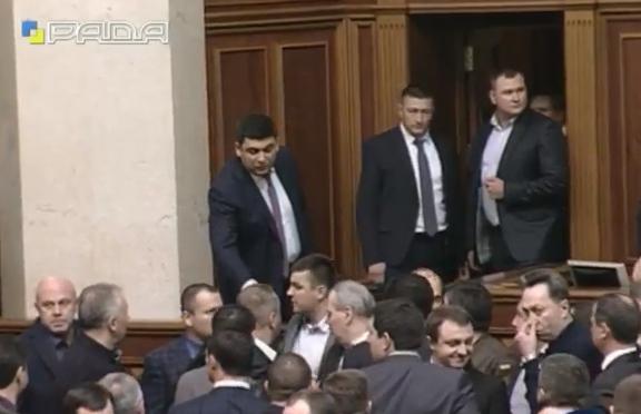 У Раді зчинилася масова бійка під час звіту Яценюка - фото 2