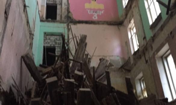 З'явилися фото і відео з місця обвалу будинку у центрі Києва - фото 1