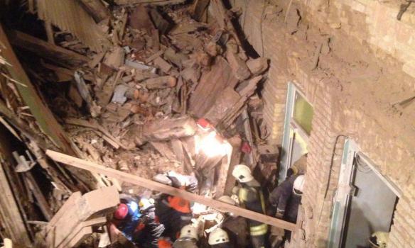 З'явилися фото і відео з місця обвалу будинку у центрі Києва - фото 3
