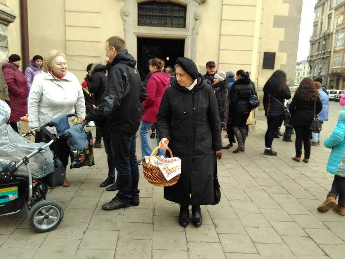 У Львові вже освятили паски - фото 2