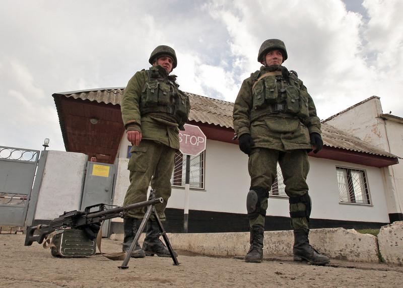 Хроніки окупації Криму: українські військові вже готові стріляти в окупантів - фото 1