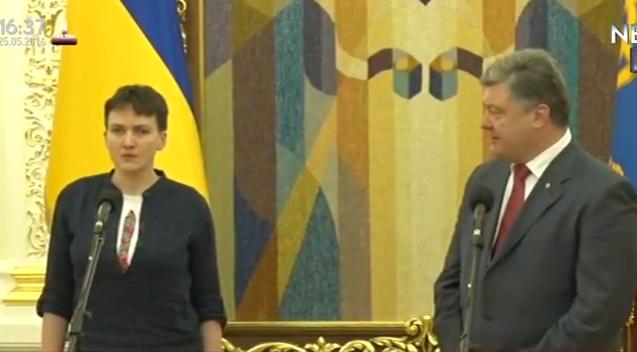 Надія Савченко взулася до брифінгу з Порошенком - фото 2