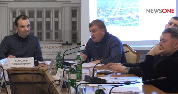 Переселенці не випускають із власного кабінету міністра Петренка - фото 1
