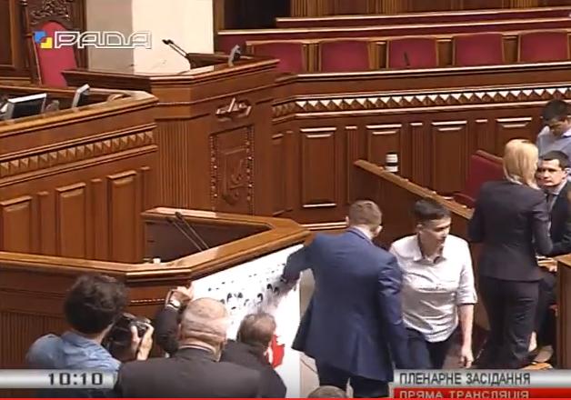 Савченко замінила свій портрет у Раді на обличчя полонених (ФОТО) - фото 2