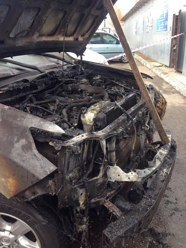 У Сумах спалили позашляховик новообраному депутату міськради - фото 3