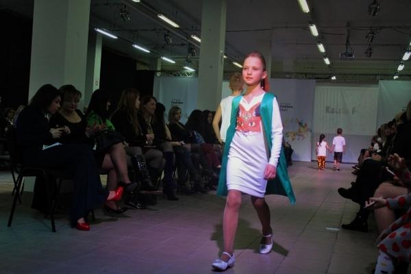"""Чим дизайнери-ветерани та дебютанти """"спокушали"""" вінницьких модників - фото 45"""