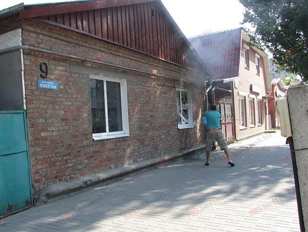 У Бердянську пожежу в житловому будинку гасили усією вулицею - фото 3