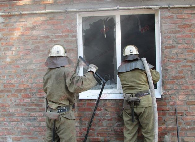 У Бердянську пожежу в житловому будинку гасили усією вулицею - фото 8
