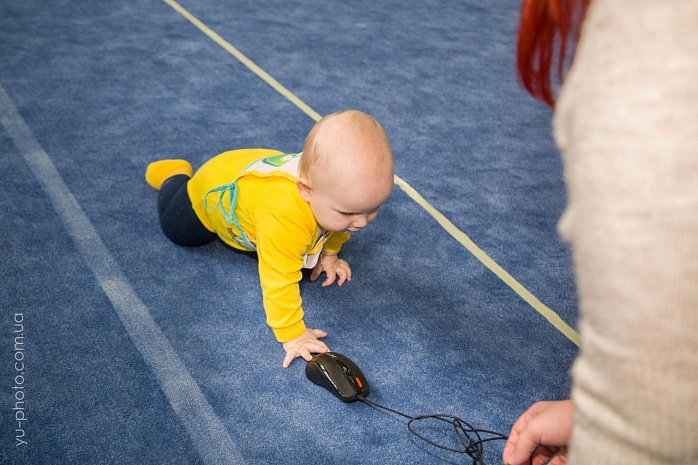 У Бердянську пройшов чемпіонат швидкісного повзання для немовлят  - фото 1