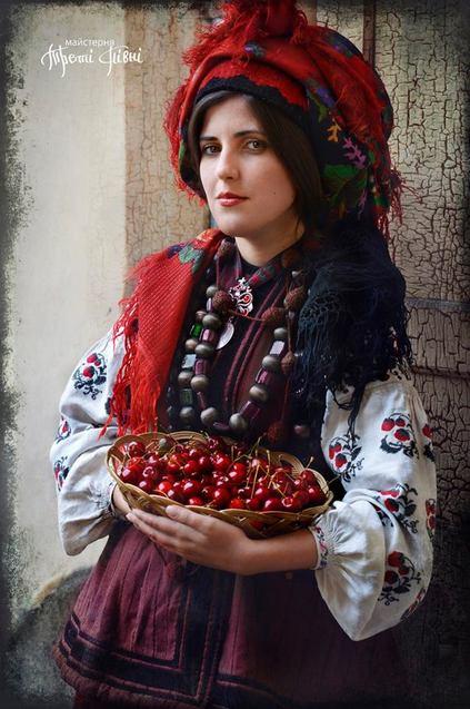 Як українки вбиралися на свята понад 100 років тому  - фото 8