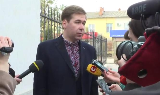 Адвокат Савченко прийшов на суд у вишиванці - фото 1