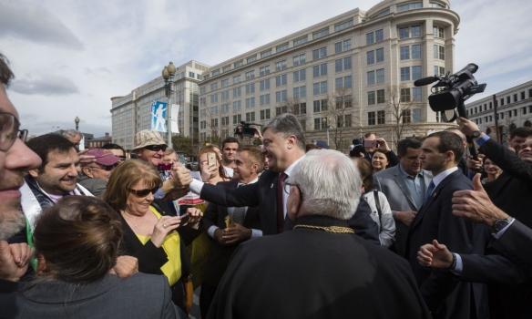 Порошенко у Вашингтоні відвідав Меморіал жертвам Голодомору (ФОТО) - фото 3