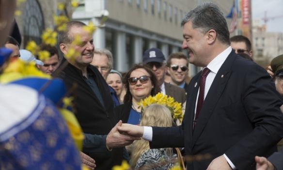 Порошенко у Вашингтоні відвідав Меморіал жертвам Голодомору (ФОТО) - фото 4