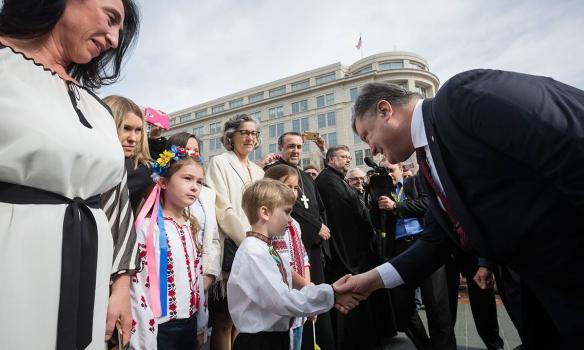 Порошенко у Вашингтоні відвідав Меморіал жертвам Голодомору (ФОТО) - фото 5