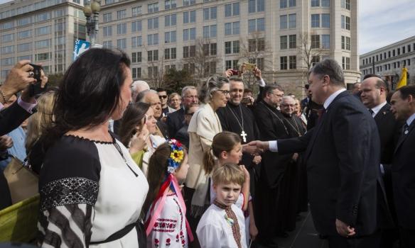Порошенко у Вашингтоні відвідав Меморіал жертвам Голодомору (ФОТО) - фото 6