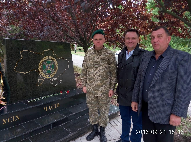 У Миколаєві повернули Крим та Добнас на спотвореному вандалами пам'ятнику