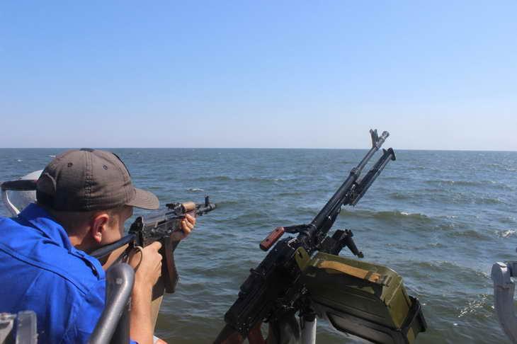 Персонал екіпажів катерів морської охорони відпрацював стрільбу з озброєння, що розташоване на катерах - фото 6
