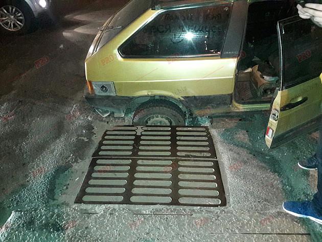 На Запоріжжі машина провалилася під асфальт  - фото 2