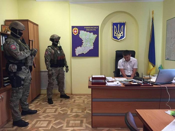 """Чому рівненські прокурори приречені на """"бурштинову смерть"""" - фото 1"""