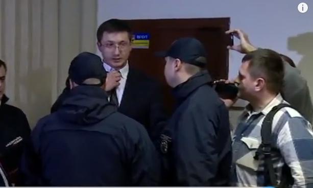 Прибічники Корбана в суді намагались залізти в штани прокурору - фото 1