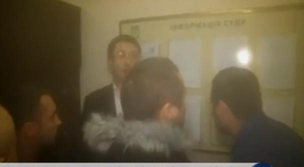 """Парасюк з """"укропівцями"""" побили прокурора - фото 2"""